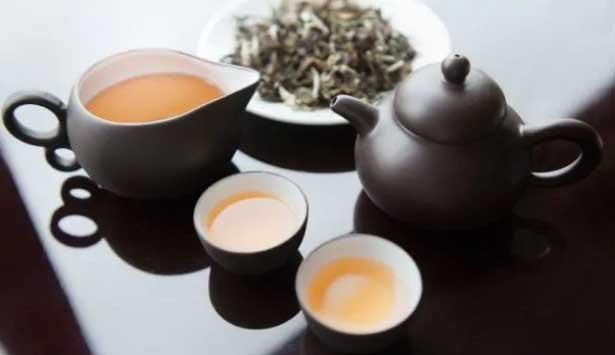 فواید چای سفید برای پوست و لاغری