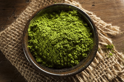 matcha green tea powder contains antioxidants and fights inflammation
