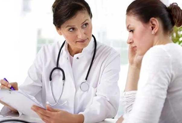 در حال مشورت با پزشک